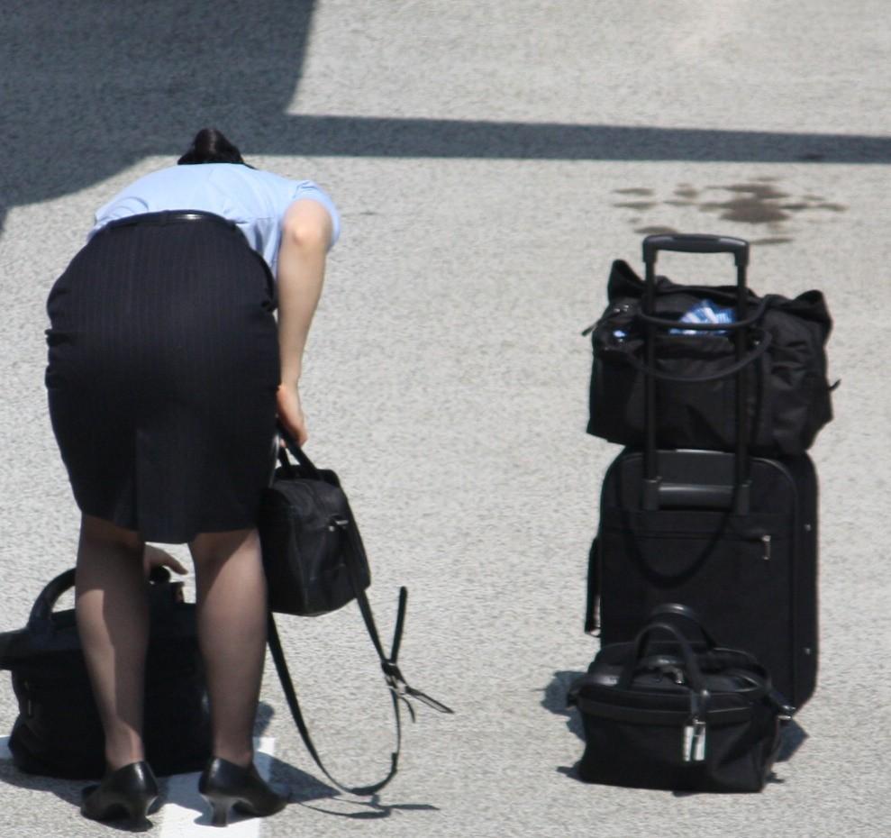 【働く女の着エロ画像】決して高値の華でなないはず…CAさんのOLとはまた違うタイト下半身www 20