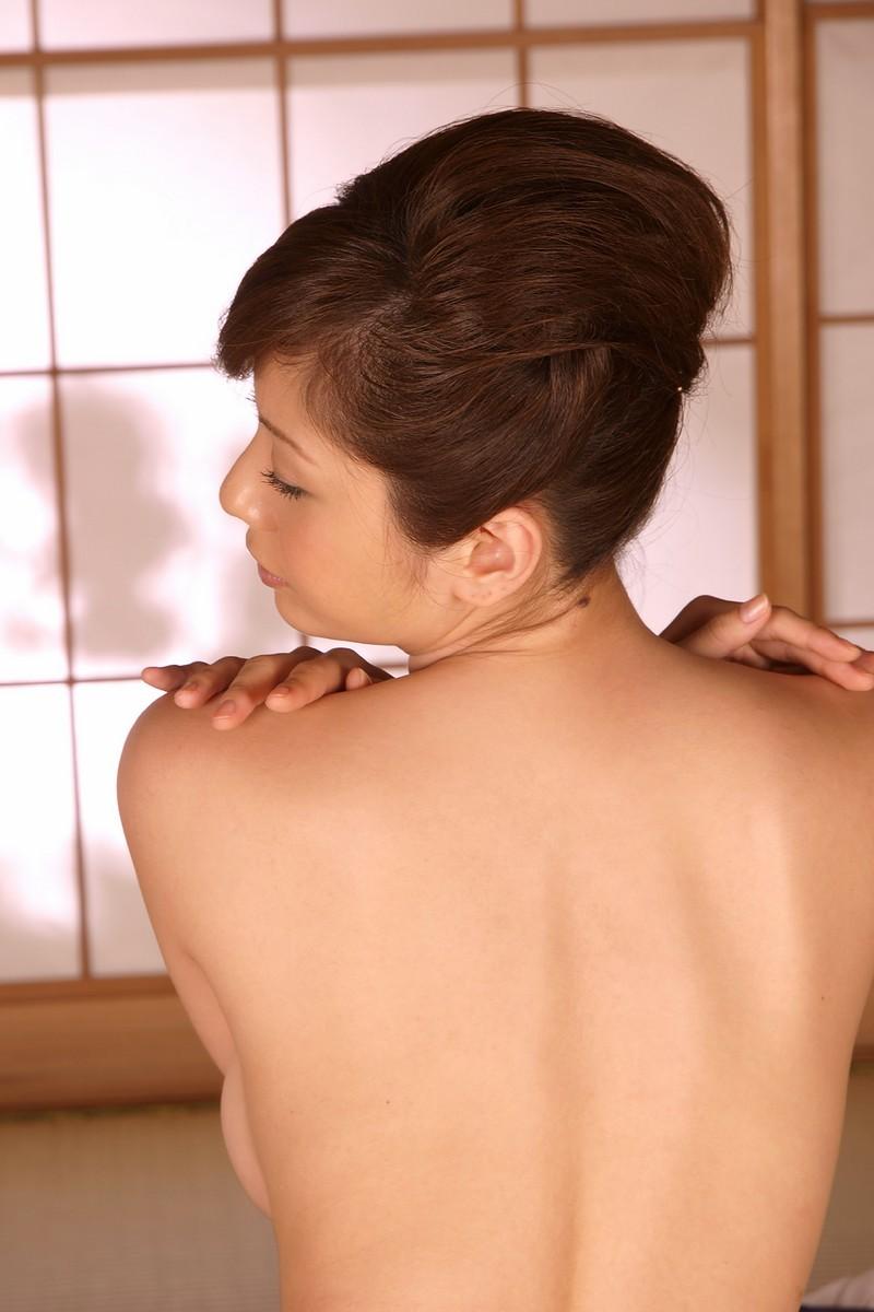 【背中フェチエロ画像】うなじから下まで舐め回したい…少し見える乳もたまらん女体の後ろwww 03