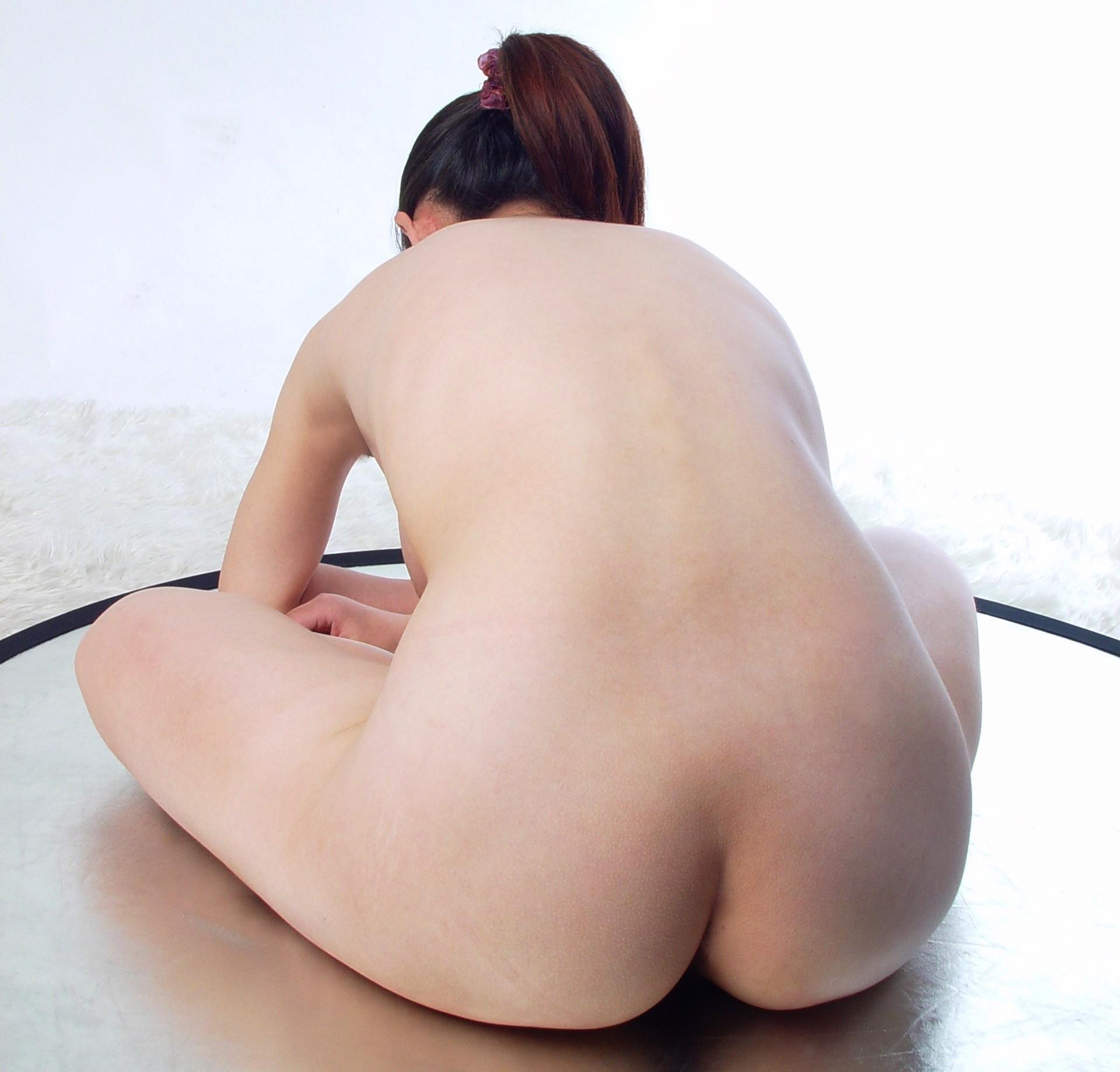 【背中フェチエロ画像】うなじから下まで舐め回したい…少し見える乳もたまらん女体の後ろwww 15