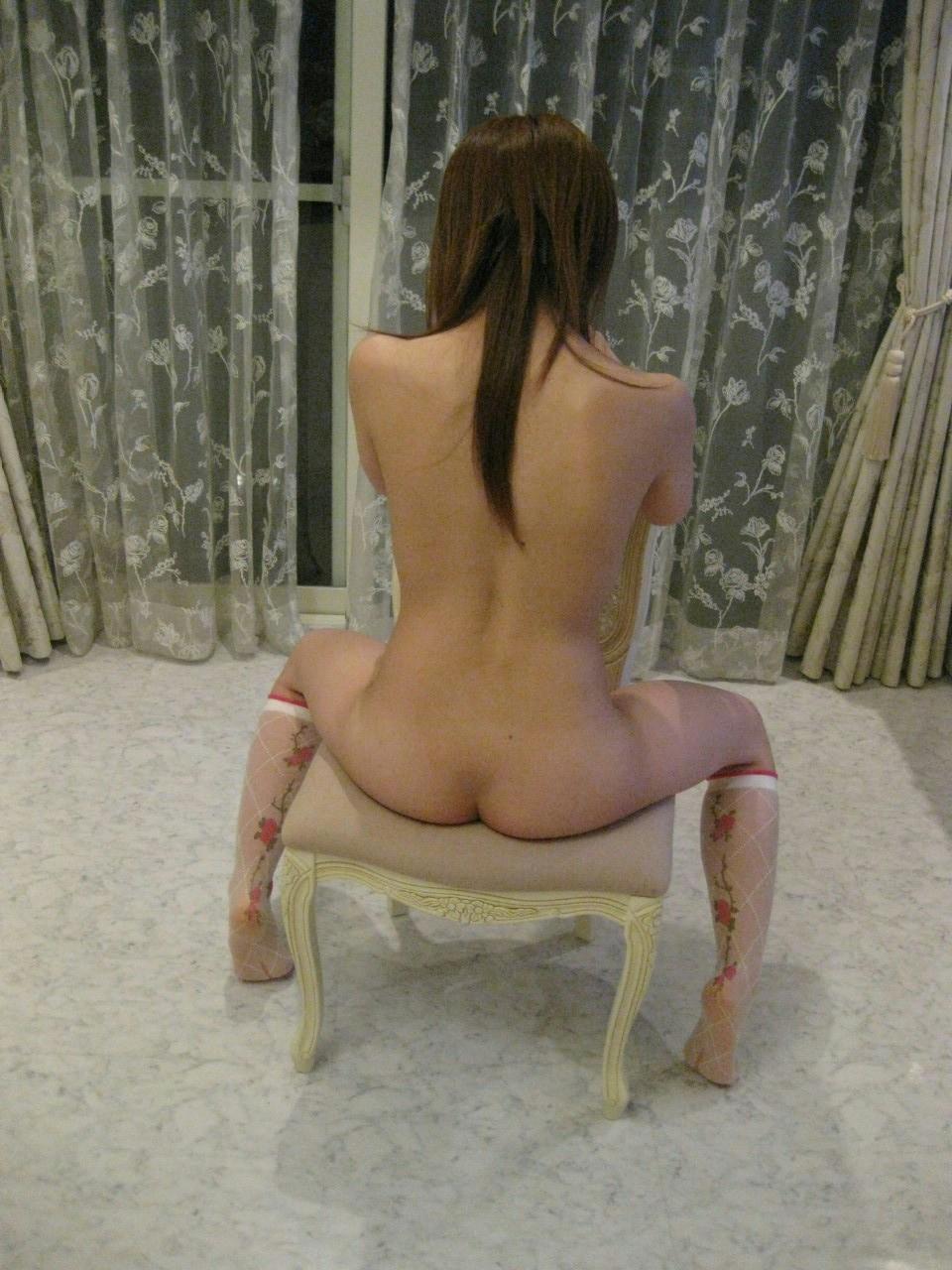 【背中フェチエロ画像】うなじから下まで舐め回したい…少し見える乳もたまらん女体の後ろwww 17