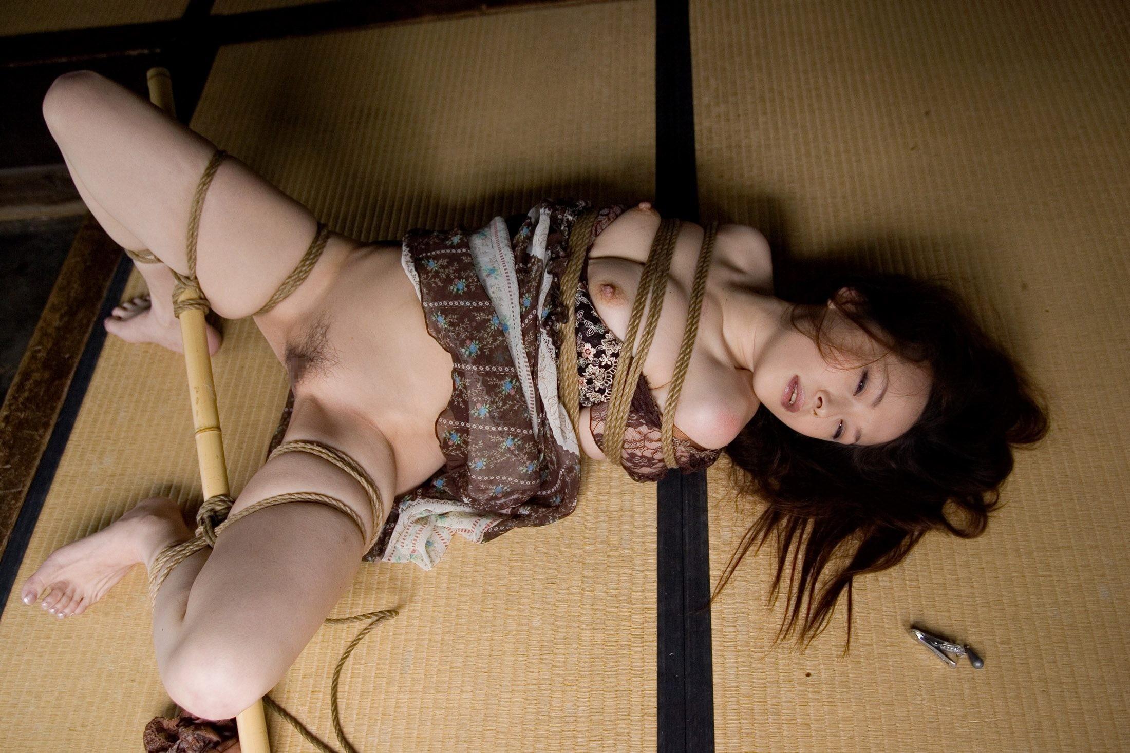 【SMエロ画像】放置はヤメテでも激しいのも苦痛…選択権はない緊縛M女www 06