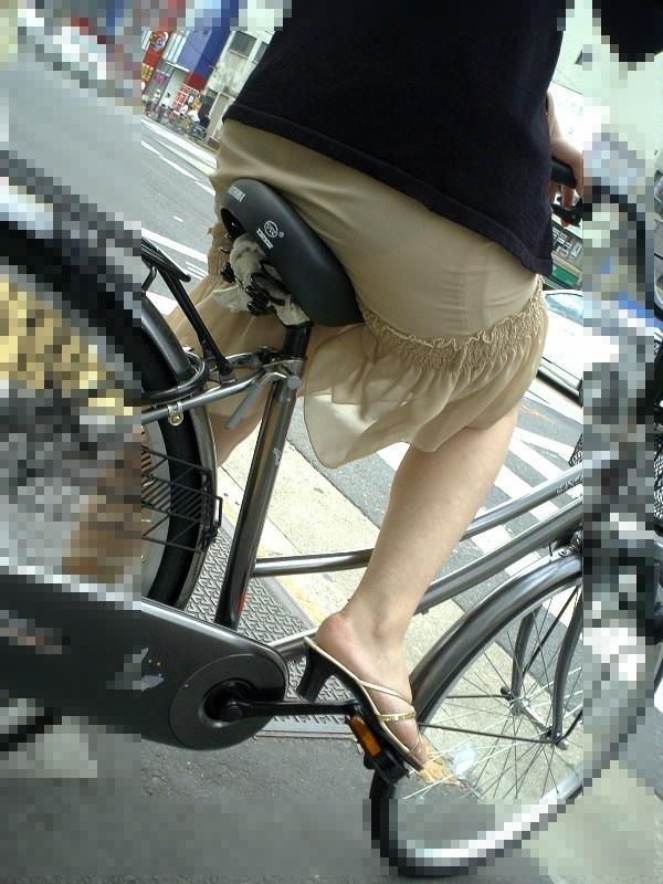 【着尻エロ画像】サドルは俺だ!潰れるほどに乗られてしまいたい自転車上のお尻www 07