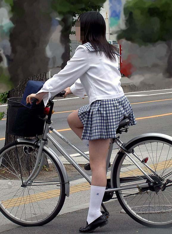 【着尻エロ画像】サドルは俺だ!潰れるほどに乗られてしまいたい自転車上のお尻www 13