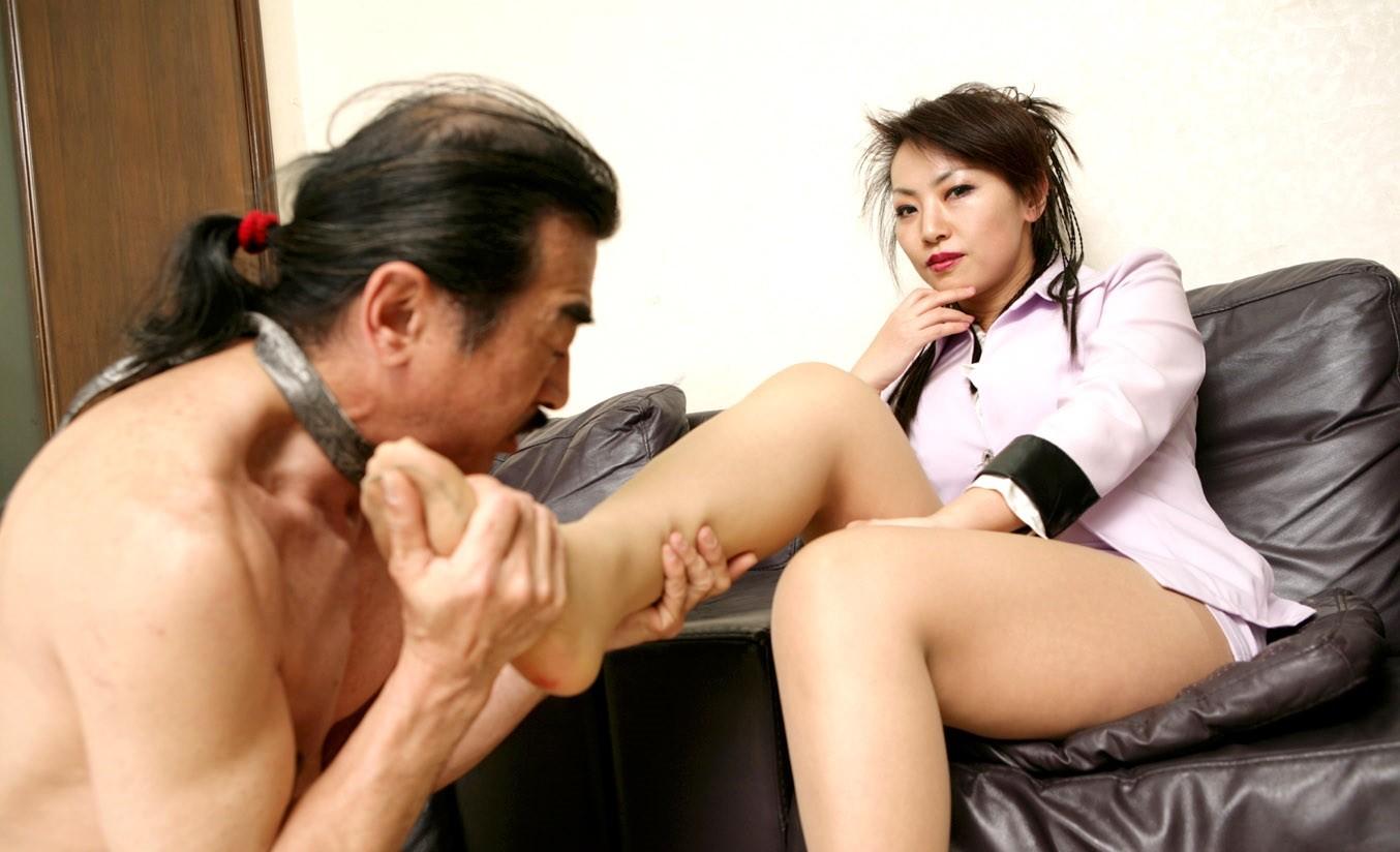 【SMエロ画像】M男は決して逆らえない!思わずひれ伏しそうな貫録あるドS女王様www 01