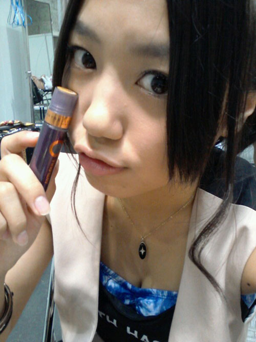 NMB48沖田彩華(18)ちゃんのCカップ過激おっぱいたまらんwww露出の仕方がエロ過ぎてファン代興奮!!!!!【画像50枚】