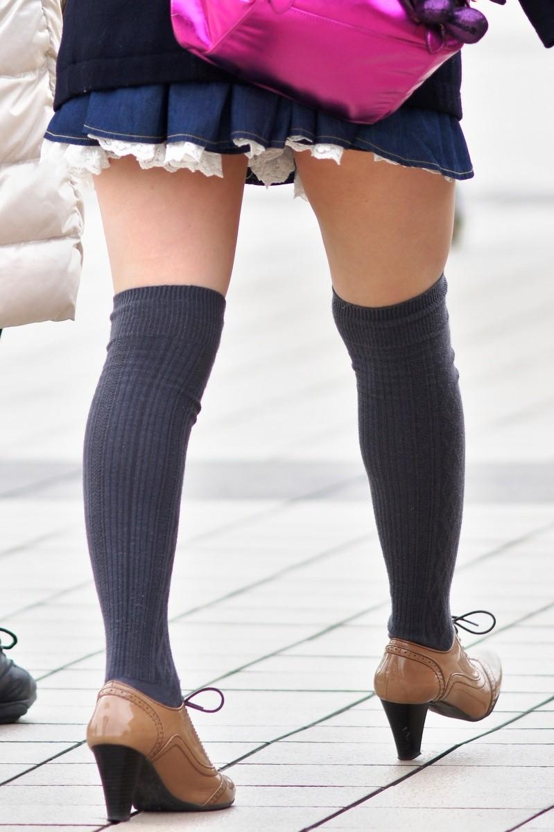 【ニーソエロ画像】生脚減ってもこっちが増えるwムチ股そそる絶対領域の美脚www 05