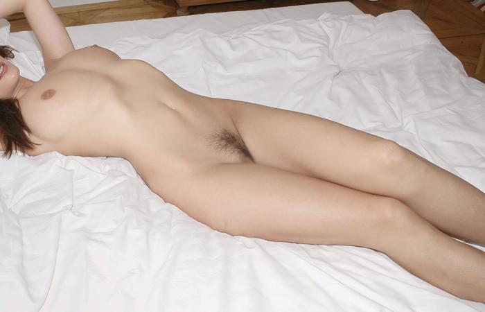 【全裸エロ画像】隠さないのも潔いねw一切の嘘すらもない真っ裸の美女www 001