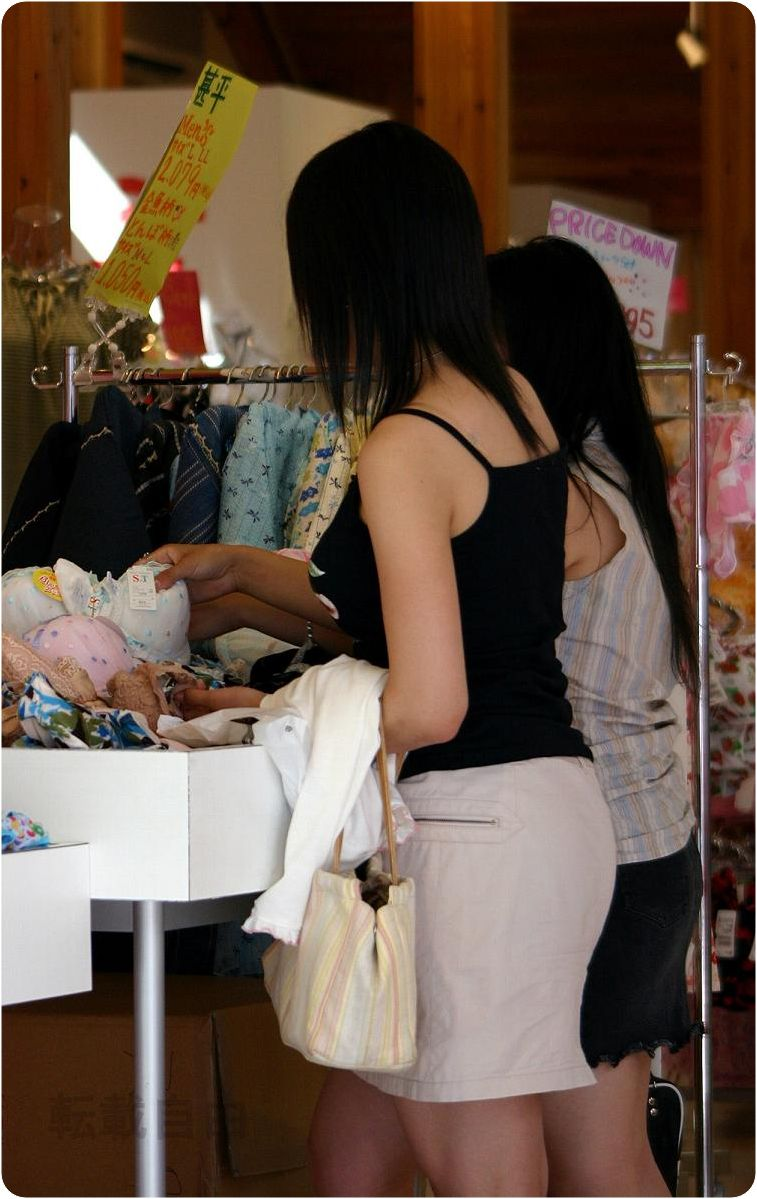 【巨乳エロ画像】厚着になっても自重せずw秋も引き続き乳袋な着衣巨乳女子www 08