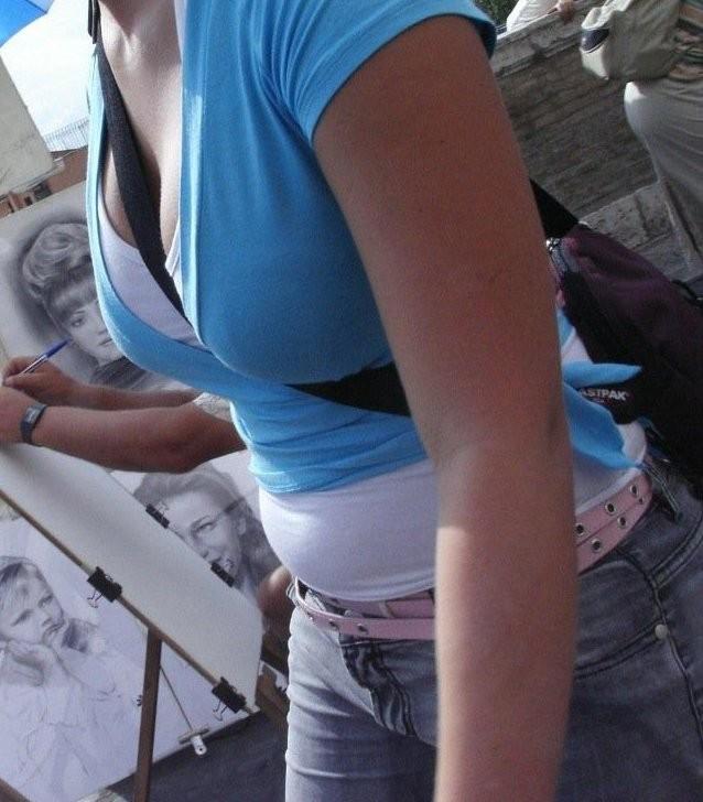 【巨乳エロ画像】厚着になっても自重せずw秋も引き続き乳袋な着衣巨乳女子www 18