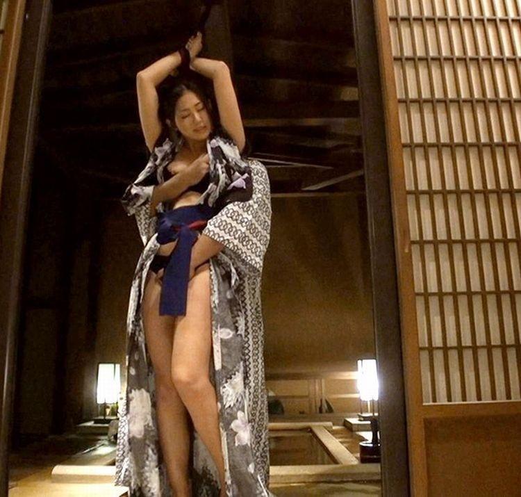 【SMエロ画像】官能的ながらも伝統を感じるw着物には拘束が良く似合う和風SMwww 04