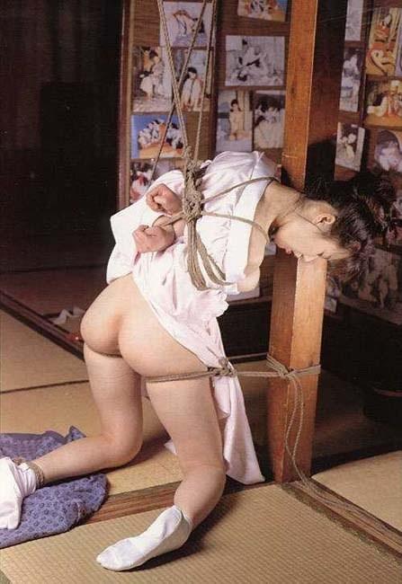 【SMエロ画像】官能的ながらも伝統を感じるw着物には拘束が良く似合う和風SMwww 05