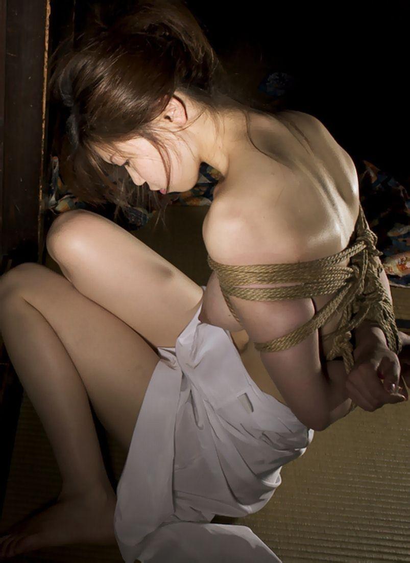 【SMエロ画像】官能的ながらも伝統を感じるw着物には拘束が良く似合う和風SMwww 08