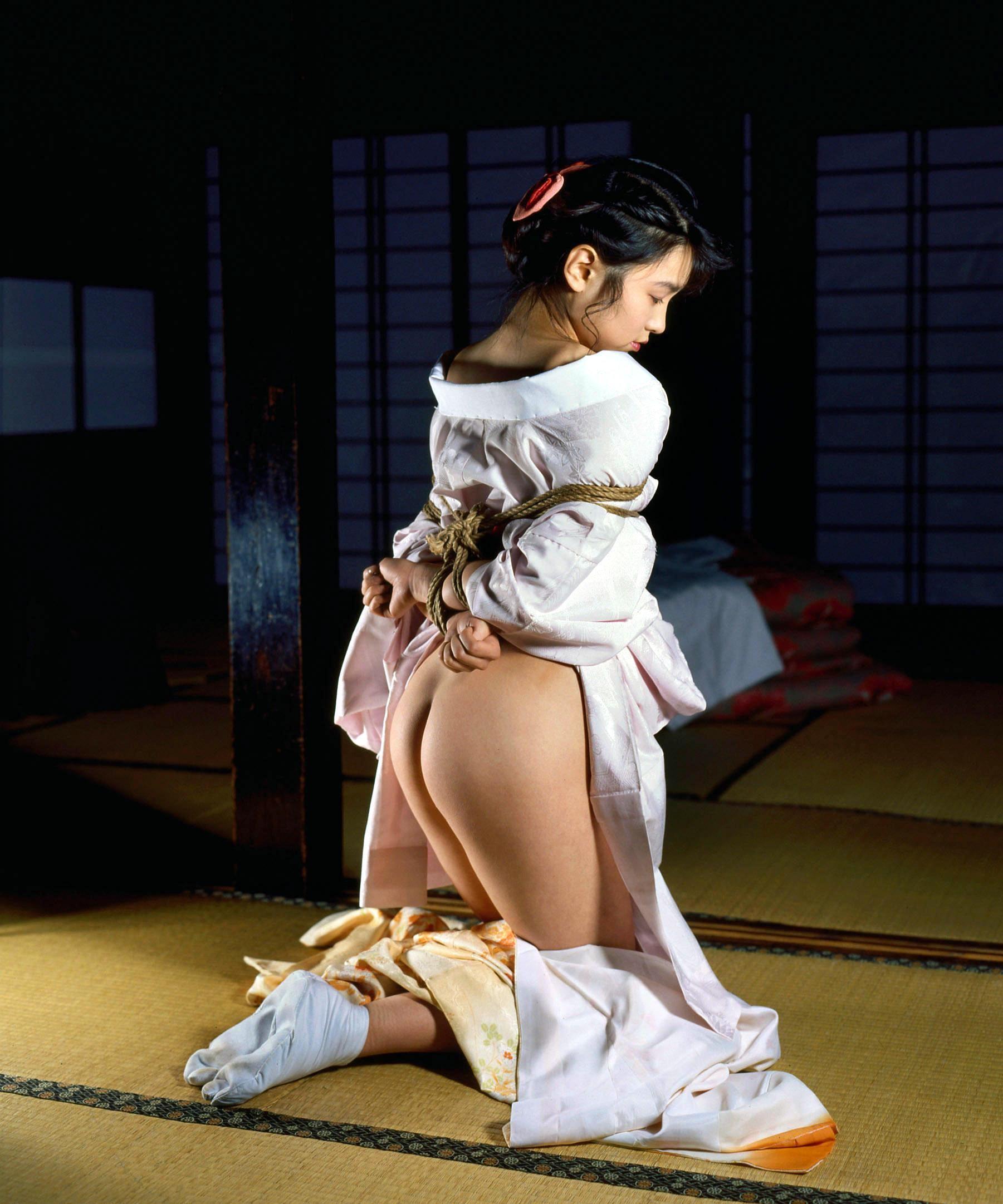 【SMエロ画像】官能的ながらも伝統を感じるw着物には拘束が良く似合う和風SMwww 13