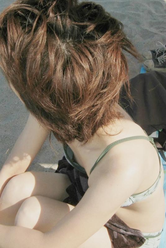【水着エロ画像】これが泳ぎに行ったお土産wビキニから乳首がチラったり零れたりwww 19