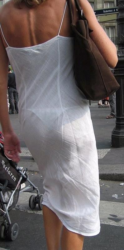【透けパンエロ画像】流石は海外w薄手のボトムから下着透けまくった淑女が大多数www 06