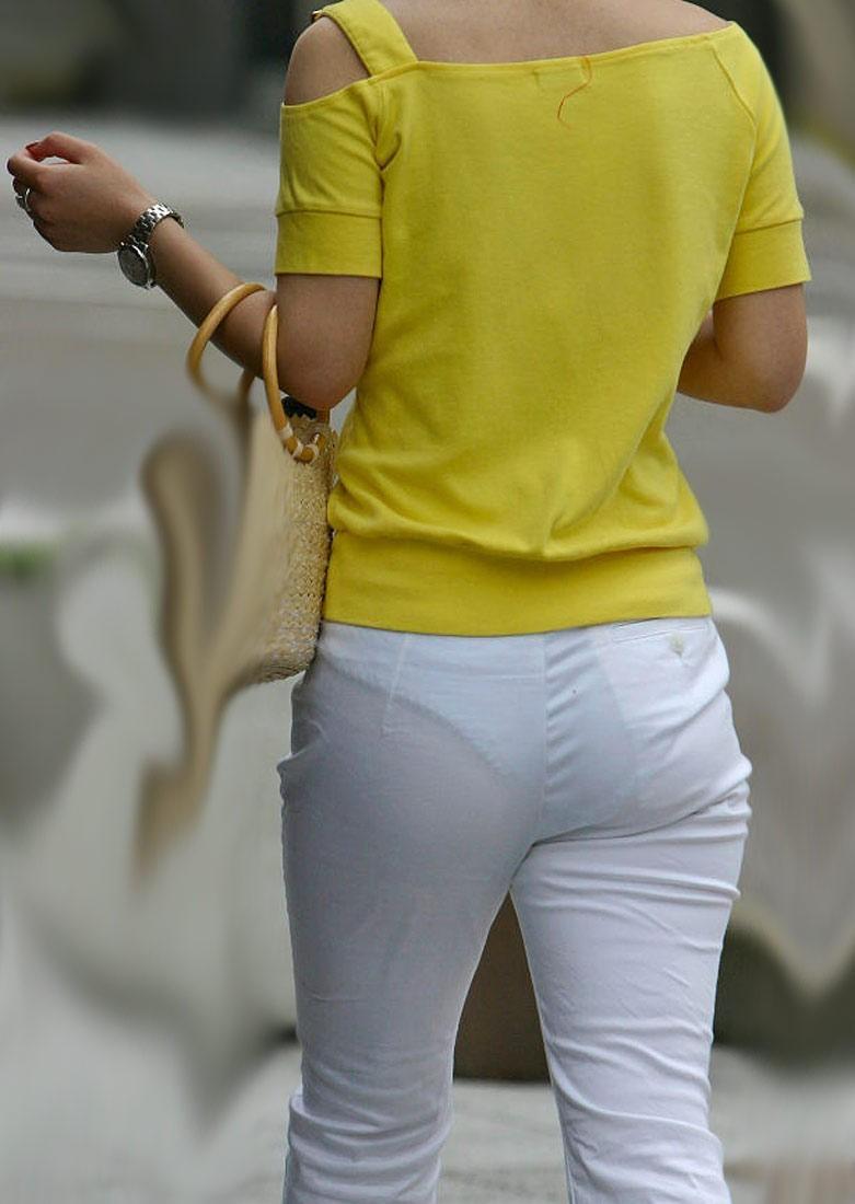 【透けパンエロ画像】流石は海外w薄手のボトムから下着透けまくった淑女が大多数www 08