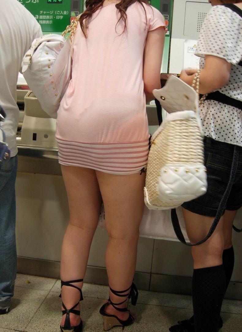 【透けパンエロ画像】流石は海外w薄手のボトムから下着透けまくった淑女が大多数www 13