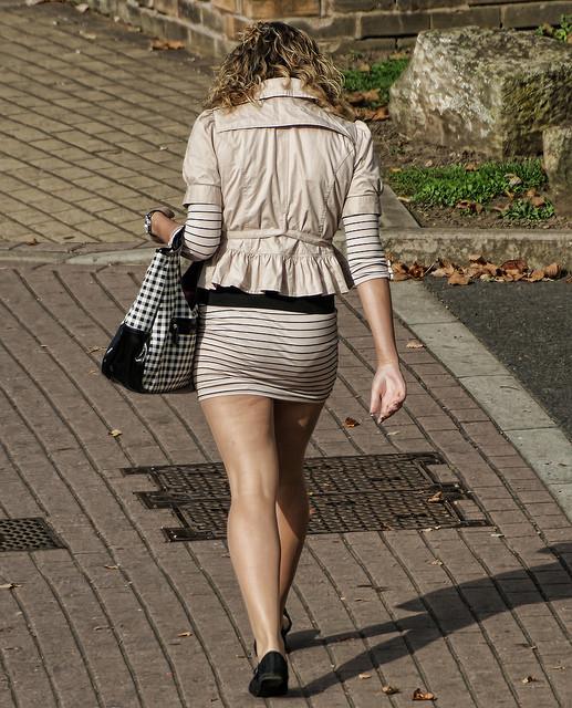 【透けパンエロ画像】流石は海外w薄手のボトムから下着透けまくった淑女が大多数www 14