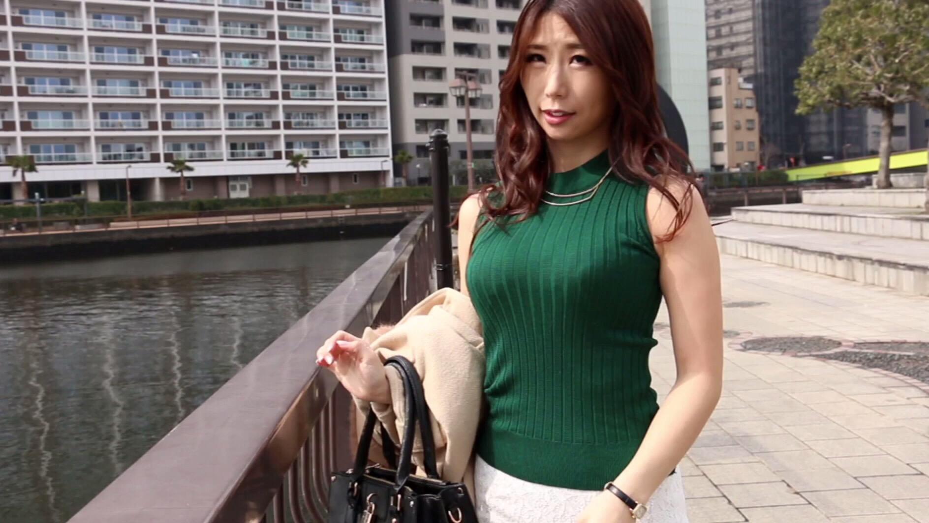 【着エロ画像】乳袋ならもっとイイ!二の腕と体のライン浮きが売りのハイネックノースリーブ姿www 05