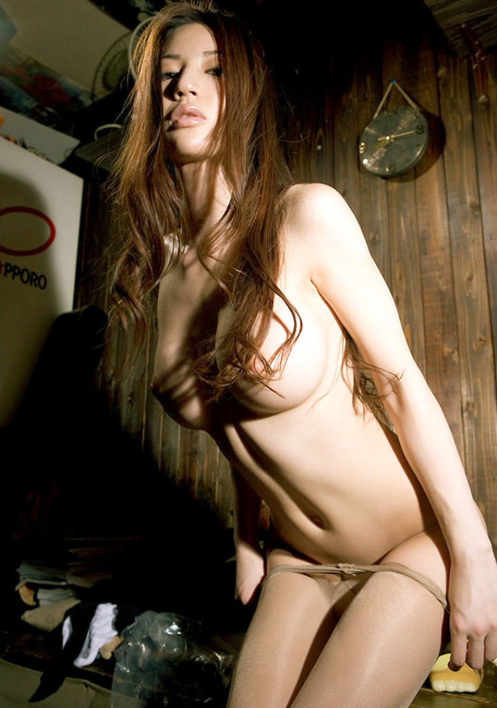 【脱衣エロ画像】終わるまで待ってなさいwこっちもパンツ脱いで待ちたい美女の下半身お披露目www 22