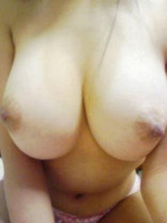 【女神エロ画像】文句なく抜ける初見の美乳!ご新規歓迎の女神の自撮りおっぱいwww 24