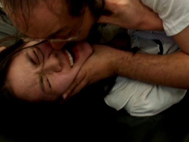 【接吻エロ画像】内心引いてます?キモ男の遠慮なきベロキスの洗礼を受ける美女www 03
