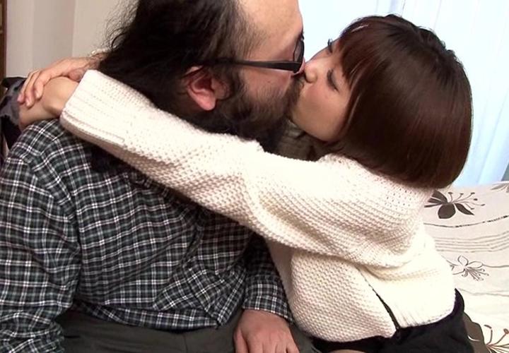 【接吻エロ画像】内心引いてます?キモ男の遠慮なきベロキスの洗礼を受ける美女www 12