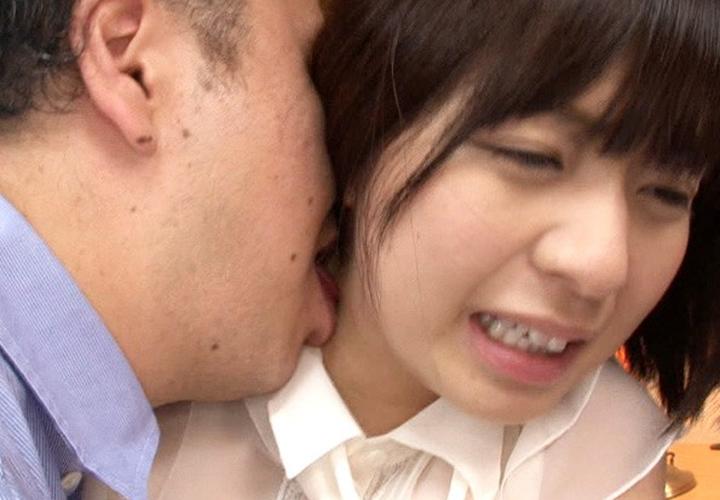 【接吻エロ画像】内心引いてます?キモ男の遠慮なきベロキスの洗礼を受ける美女www 15