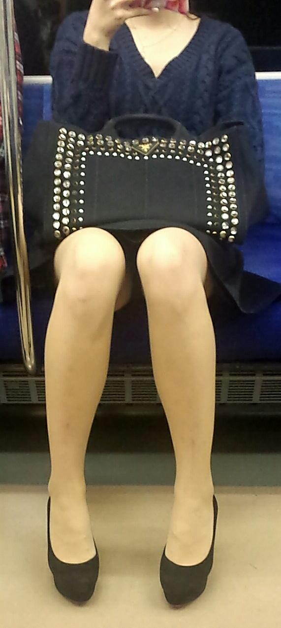 【美脚&チラリズムエロ画像】パンツ見えずとも諦めない!電車の対面から美脚チェックwww 04