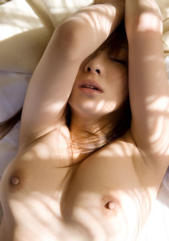 【腋フェチエロ画像】おっぱいは置いといてw乳を超えた?舐めたいと思わせる腋下www 16