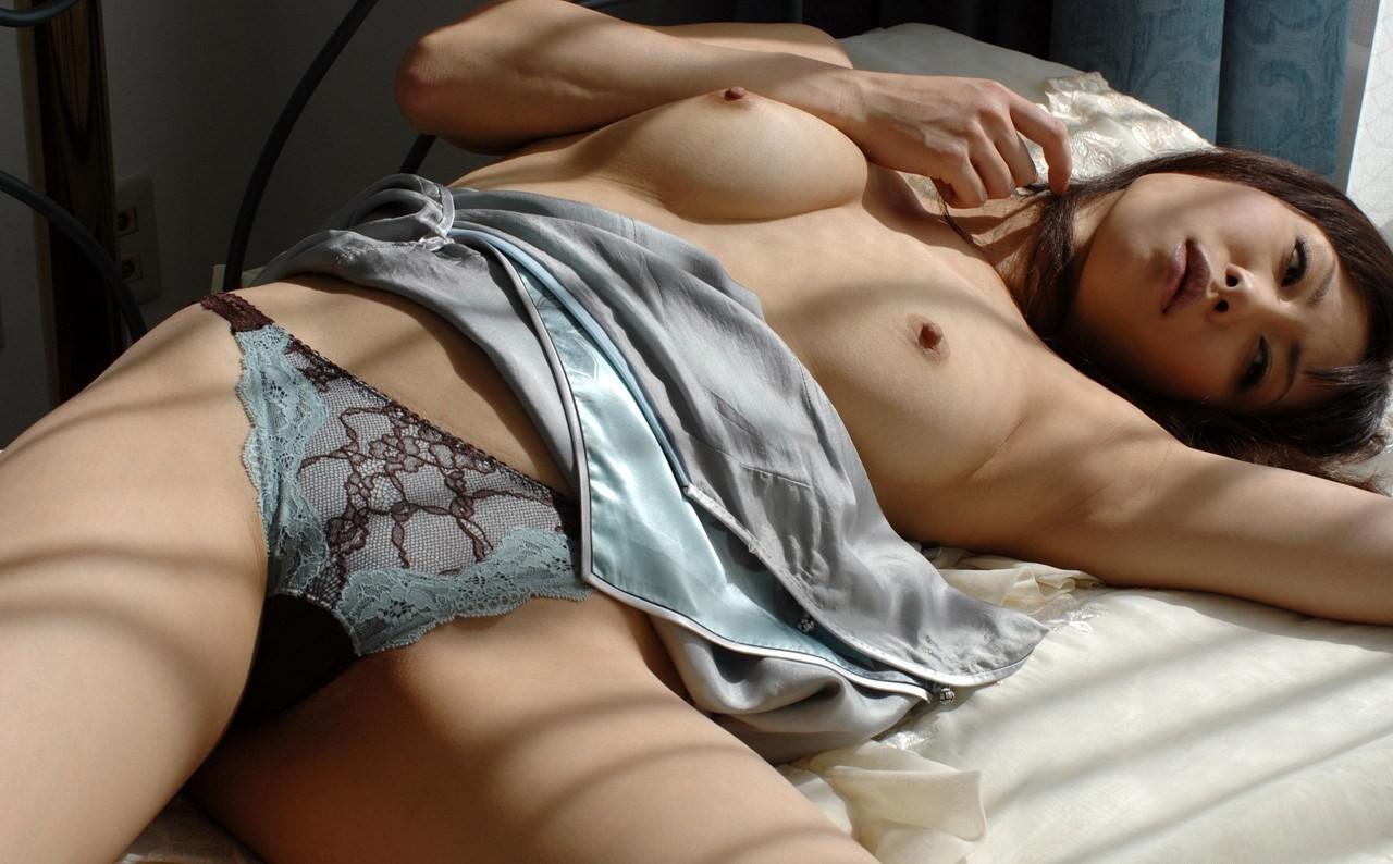 【腋フェチエロ画像】おっぱいは置いといてw乳を超えた?舐めたいと思わせる腋下www 25