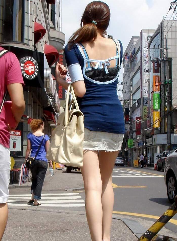 【私服エロ画像】綺麗な背中…エッチなマークを付けてやりたくなる後ろ丸見えギャルの街撮りwww 01