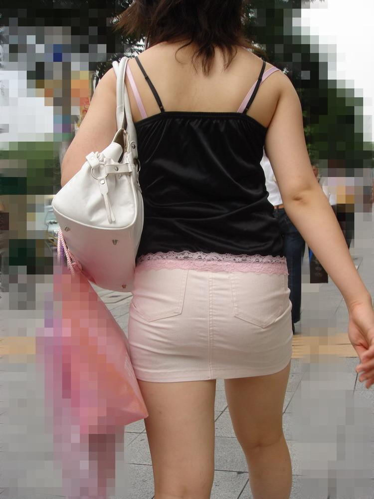 【私服エロ画像】綺麗な背中…エッチなマークを付けてやりたくなる後ろ丸見えギャルの街撮りwww 03