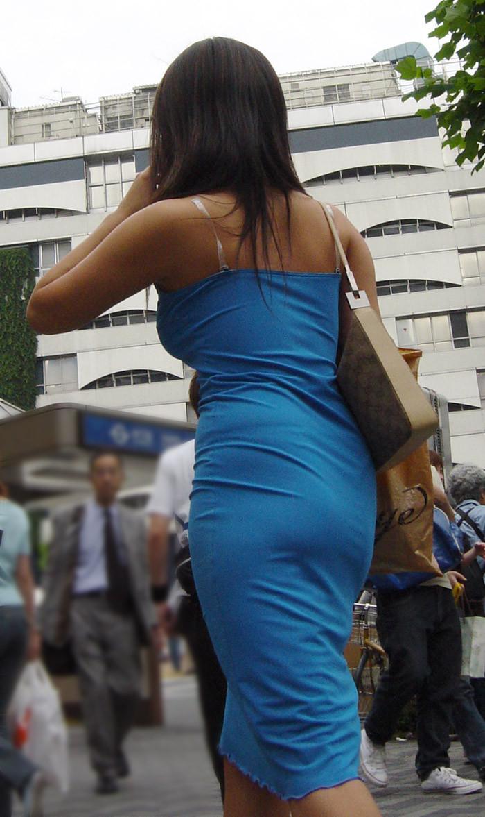 【私服エロ画像】綺麗な背中…エッチなマークを付けてやりたくなる後ろ丸見えギャルの街撮りwww 13