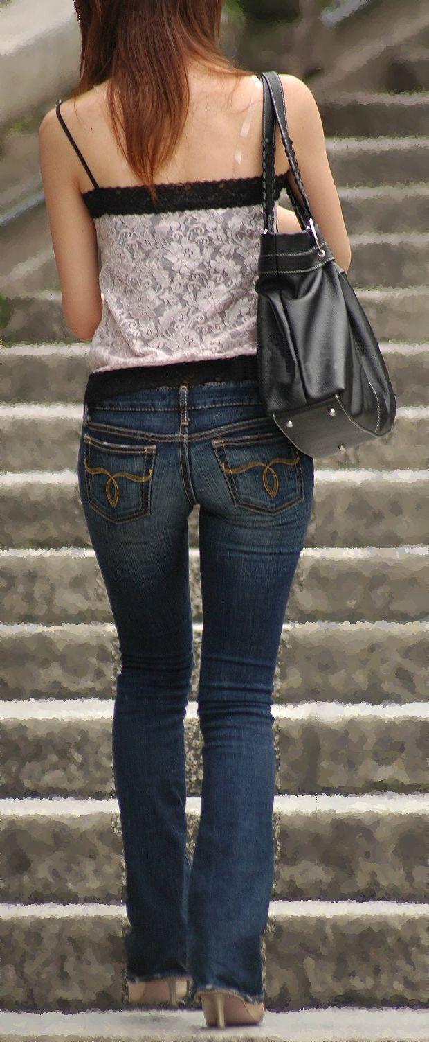 【私服エロ画像】綺麗な背中…エッチなマークを付けてやりたくなる後ろ丸見えギャルの街撮りwww 18