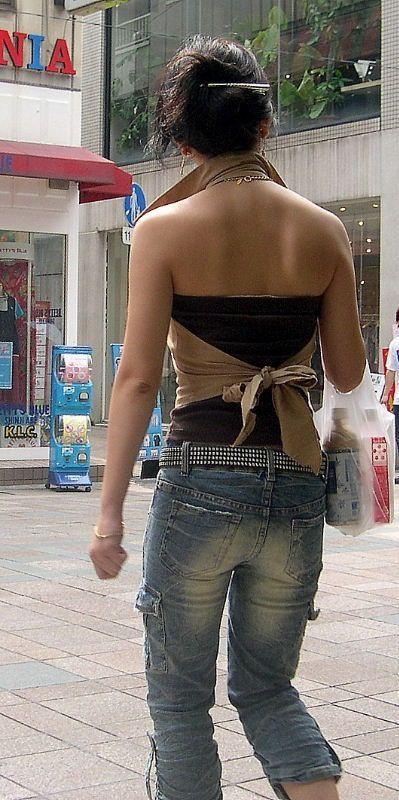 【私服エロ画像】綺麗な背中…エッチなマークを付けてやりたくなる後ろ丸見えギャルの街撮りwww 21