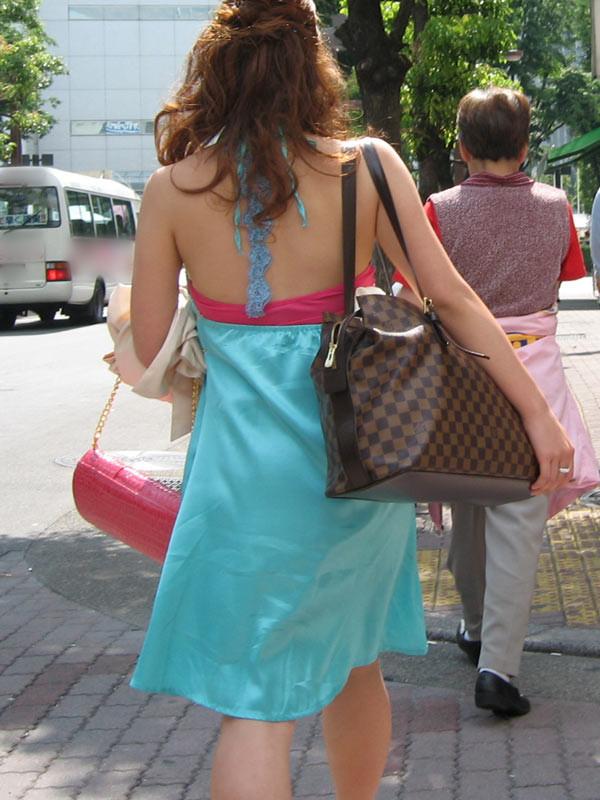 【私服エロ画像】綺麗な背中…エッチなマークを付けてやりたくなる後ろ丸見えギャルの街撮りwww 27