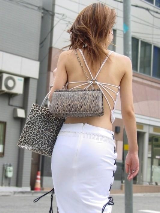 【私服エロ画像】綺麗な背中…エッチなマークを付けてやりたくなる後ろ丸見えギャルの街撮りwww 29