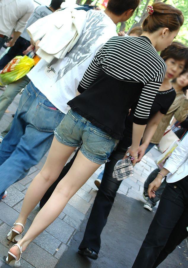 【美脚エロ画像】踏まれてみたい?高いヒールがよく似合う美脚美女を追跡! 30