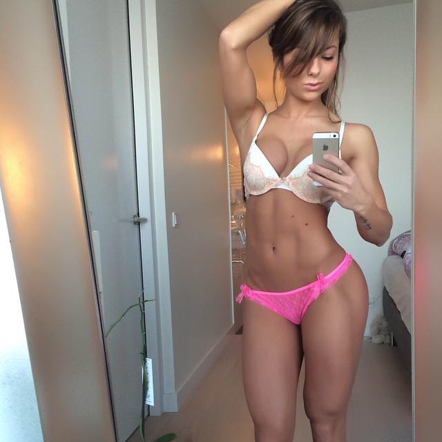 【腹筋エロ画像】細いそしてこの筋肉美!鍛えた海外美女の舐めたくなる腹筋www 10