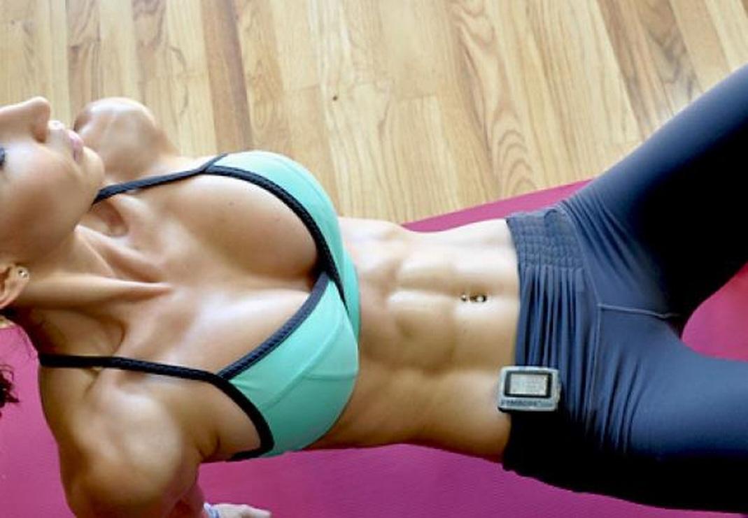 【腹筋エロ画像】細いそしてこの筋肉美!鍛えた海外美女の舐めたくなる腹筋www 30