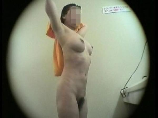 【盗撮映像25シーン】ぐへぇ・・・。先週末に隠し撮りした銭湯の脱衣所映像。巨乳・美乳の若い女メインに撮影