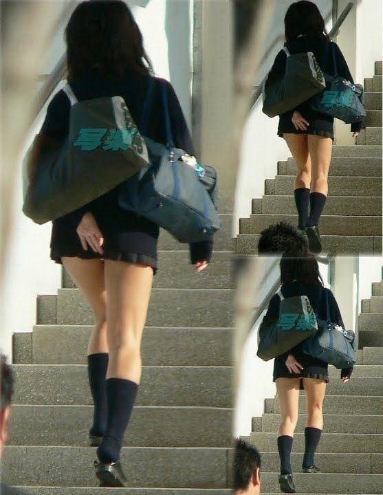 【パンチラエロ画像】無駄だよw手隠しやめてちゃんと見せるべきパンチラ女子www 23