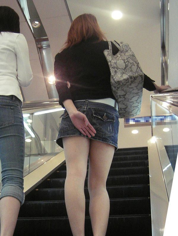 【パンチラエロ画像】無駄だよw手隠しやめてちゃんと見せるべきパンチラ女子www 30