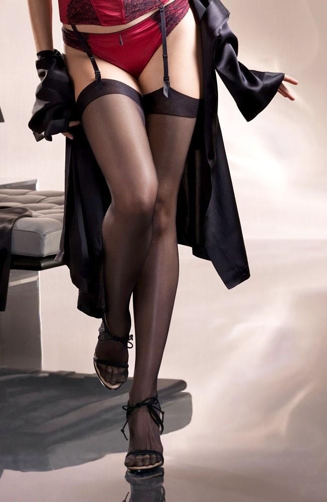【下着エロ画像】横尻に食い込んだのがヤバイ…大人の女子に超似合うガーターベルト&ストッキングwww 01