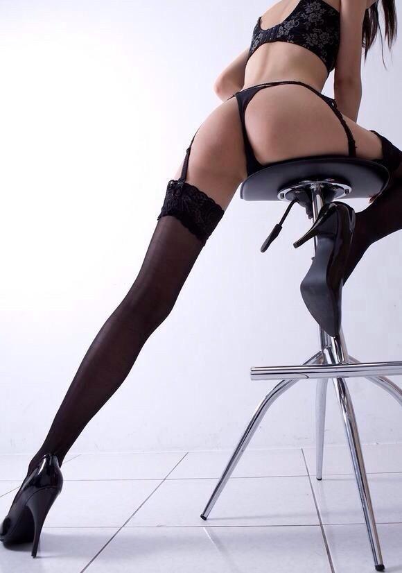 【下着エロ画像】横尻に食い込んだのがヤバイ…大人の女子に超似合うガーターベルト&ストッキングwww 07