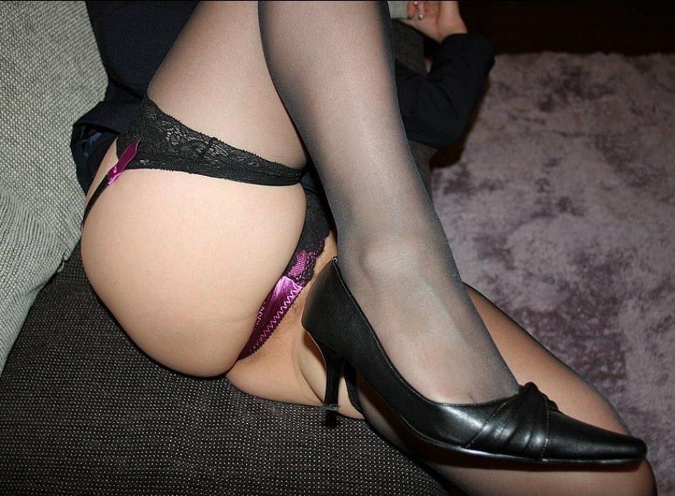 【下着エロ画像】横尻に食い込んだのがヤバイ…大人の女子に超似合うガーターベルト&ストッキングwww 12