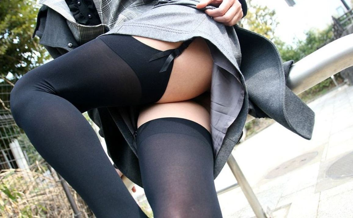 【下着エロ画像】横尻に食い込んだのがヤバイ…大人の女子に超似合うガーターベルト&ストッキングwww 15