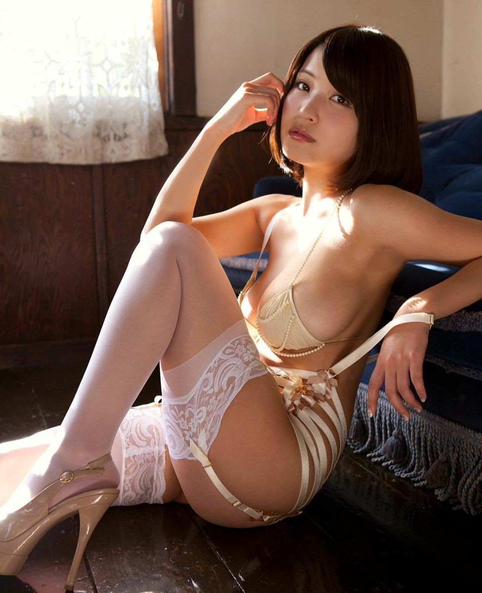 【下着エロ画像】横尻に食い込んだのがヤバイ…大人の女子に超似合うガーターベルト&ストッキングwww 18