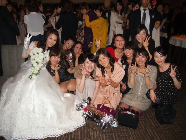 【結婚式パンチラ】プロ神カメラマン本領発揮~~、結婚式でパンチラショット狙い撃ちネ申スギwwwwwwwwwww
